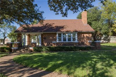 Breckenridge Single Family Home For Sale: 209 N Parks Street