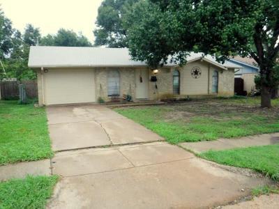 Grand Prairie Single Family Home For Sale: 918 Las Palmas Drive