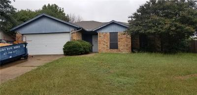 Burleson Single Family Home For Sale: 909 Springhill Drive