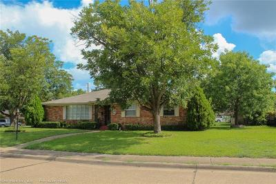 Dallas Single Family Home For Sale: 5240 Banting Way