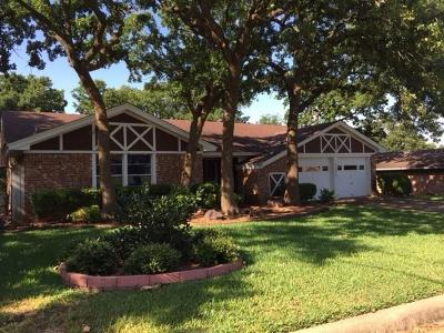 North Richland Hills Residential Lease For Lease: 8308 Forrest Oak Drive