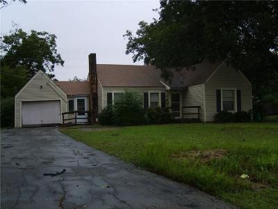 Haltom City Single Family Home For Sale: 5621 Briarcliff Road