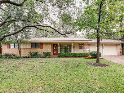 Hurst Single Family Home For Sale: 848 Joanna Drive