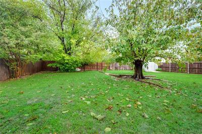 Haltom City Single Family Home For Sale: 5621 Macneill Drive