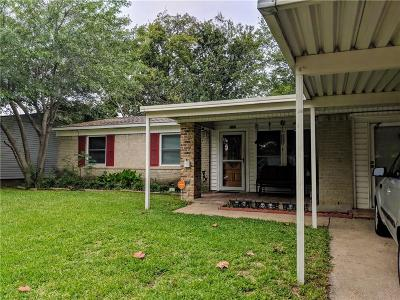 Mesquite Single Family Home For Sale: 3021 Clover Drive