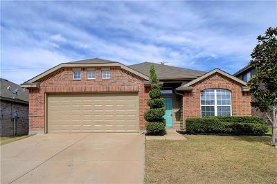 Fort Worth Single Family Home For Sale: 520 Stirrup Bar Drive