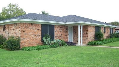 Mineral Wells Single Family Home Active Contingent: 501 NE 40th Avenue