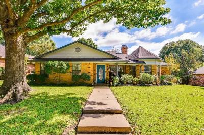 Waxahachie Single Family Home Active Option Contract: 202 Indian Trace Lane