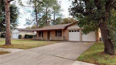 Bedford Single Family Home For Sale: 2016 Lexington Place