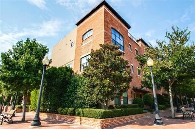 Condo For Sale: 2411 N Hall Street #24