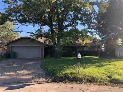 Stephenville TX Single Family Home Active Contingent: $159,000