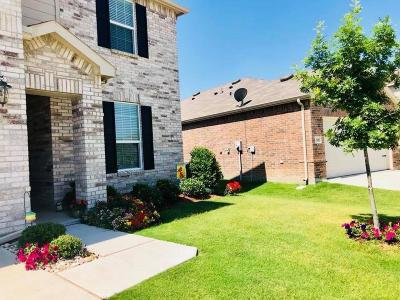 Fort Worth Single Family Home For Sale: 2312 Bermont Red Lane