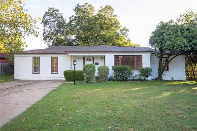 Haltom City Single Family Home For Sale: 3156 Meadow Oaks Drive