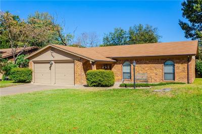 Burleson Single Family Home For Sale: 744 NW Wood Street