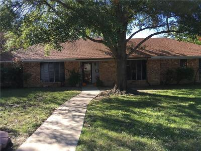 Single Family Home For Sale: 200 W Oaks Circle