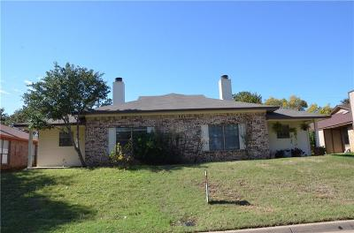 Arlington Multi Family Home For Sale: 5206 Wild West Drive