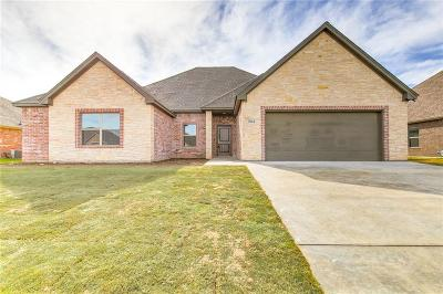 Cleburne Single Family Home Active Kick Out: 804 Chestnut Grove Drive