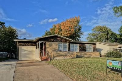 Hurst Single Family Home For Sale: 220 W Pecan Street