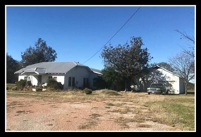 Comanche County Single Family Home For Sale: 104 W Commerce Street