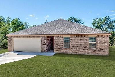 Runaway Bay Single Family Home For Sale: 103 Sycamore Court