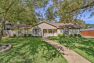 Arlington Single Family Home Active Option Contract: 6217 Saddle Ridge Road