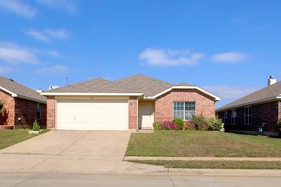 Fort Worth Single Family Home For Sale: 516 Elk Run Drive