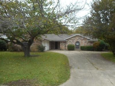 Benbrook Single Family Home For Sale: 8916 Mahan Drive