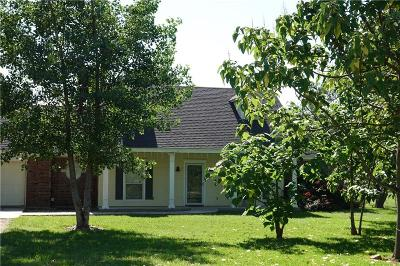 Brown County Single Family Home For Sale: 100 Covered Bridge Lane