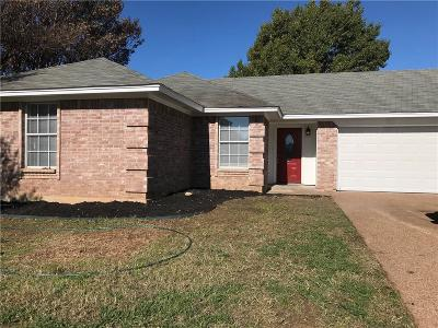 Fort Worth TX Single Family Home For Sale: $194,500