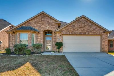 Cross Roads Single Family Home For Sale: 8616 Chisholm Trail