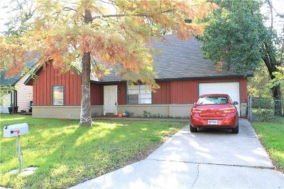 Denton Single Family Home For Sale: 520 Chisholm Trail