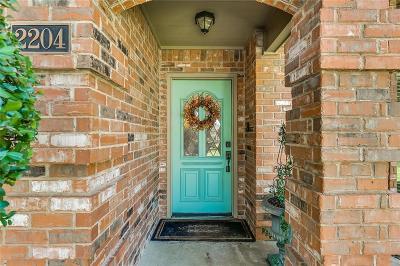 Arlington Single Family Home For Sale: 2204 Sapphire Drive