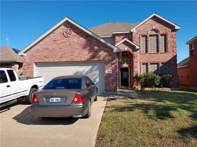Fort Worth Single Family Home For Sale: 9441 Navarro Street