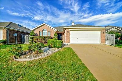 Fort Worth Single Family Home For Sale: 7517 Fallen Trail