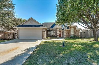 Burleson Single Family Home For Sale: 604 Meadowcrest Drive