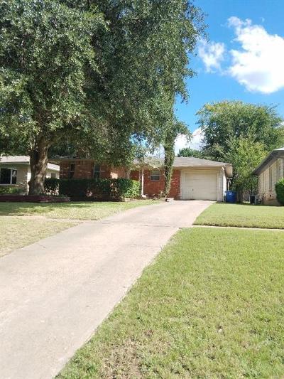 Single Family Home For Sale: 2106 Elmwood Boulevard