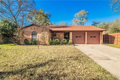 Hurst Single Family Home For Sale: 205 Bowles Drive