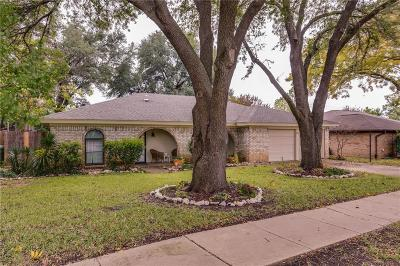 Hurst, Euless, Bedford Single Family Home For Sale: 824 Ridge Drive