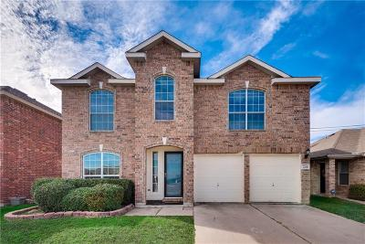 Fort Worth Single Family Home For Sale: 305 Windy Hill Lane