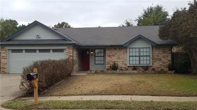 Saginaw Single Family Home For Sale: 420 Guadalupe Drive