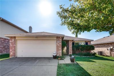 Fort Worth Single Family Home For Sale: 2104 Shawnee Trail