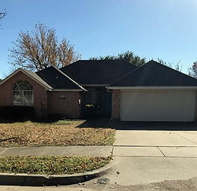 Euless Residential Lease For Lease: 121 Canterbury Street