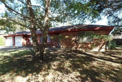 Benbrook Single Family Home Active Contingent: 4209 Elmwood Drive