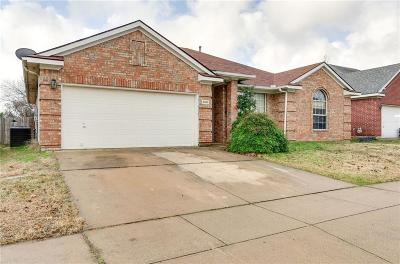 Haltom City Single Family Home For Sale: 4028 Falcon Ridge Drive