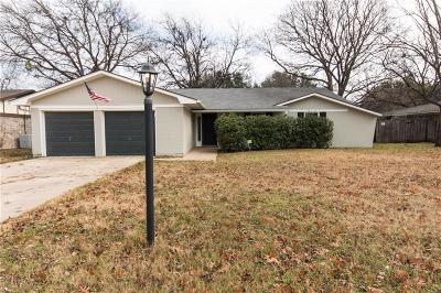 Benbrook Single Family Home Active Contingent: 1009 Locust Street