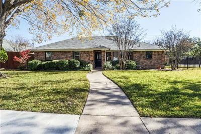 Coppell Single Family Home For Sale: 300 Meadowglen Circle