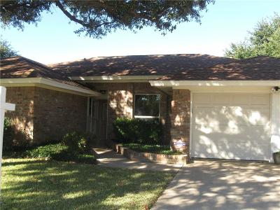 Bedford Single Family Home For Sale: 1121 Woodvale Drive