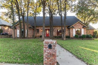 Arlington Single Family Home For Sale: 2202 Woodsong Trail