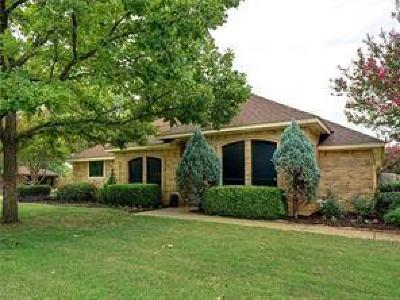 Southlake Single Family Home For Sale: 1450 Emerald Circle