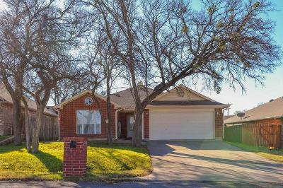 Kennedale Single Family Home For Sale: 215 W 3rd Street